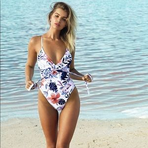 NWT Cupshe crossback swimsuit tropical floral